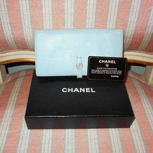 AUTHENTIC CHANEL WALLET IN EXCELLENT CONDITION